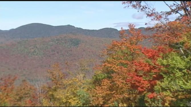Tourists flock to see foliage in Lake Placid