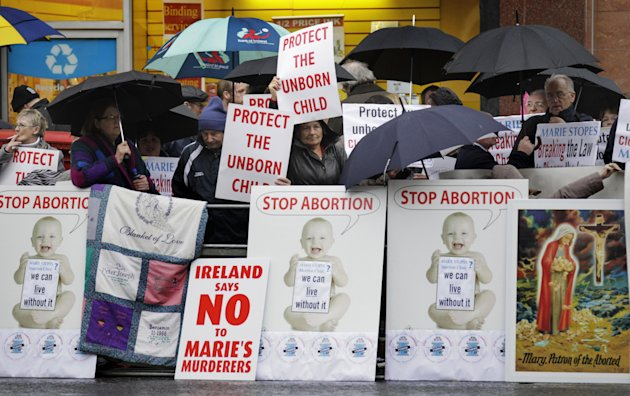 Protests as Ireland's 1st abortion clinic opens
