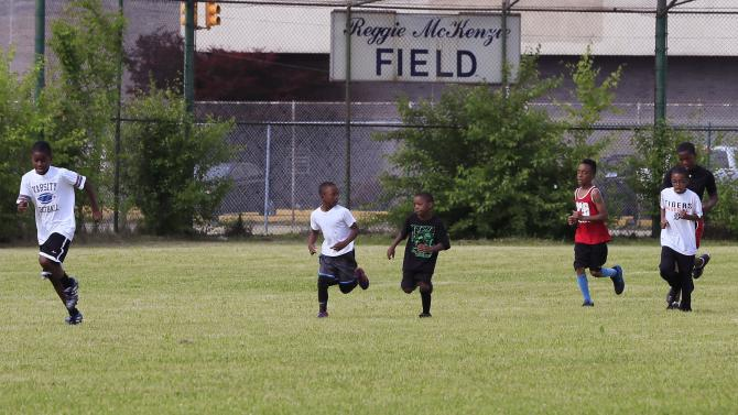 Former NFL star tackles overgrown field for football camp