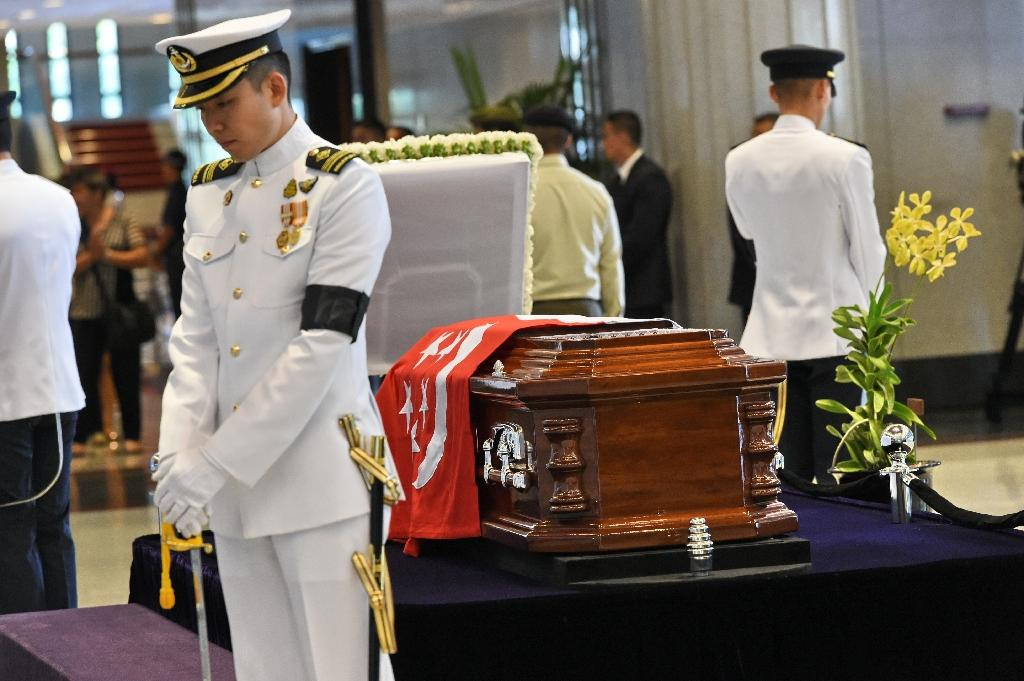 The body of Singapore's ex-premier Lee Kuan Yew lies in state at Parliament House on March 25, 2015