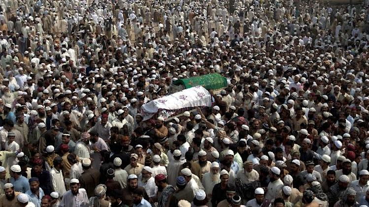 People attend funeral procession of activists of Pakistani Sunni religious group Ahle Sunnat Waljamaat in Karachi, Pakistan on Tuesday, Feb. 19, 2013. A spokesman for the Sunni extremist group said two of its activists were killed by gunmen who opened fire on a  restaurant. (AP Photo/Shakil Adil)