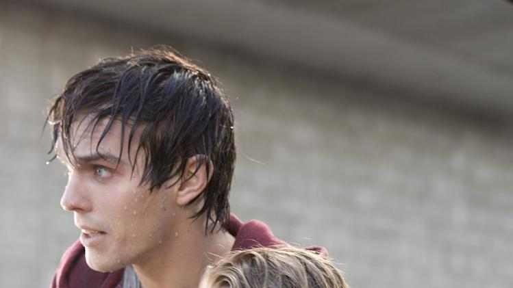 Zombie Rom-Com 'Warm Bodies' Tackles Stallone at Box Office
