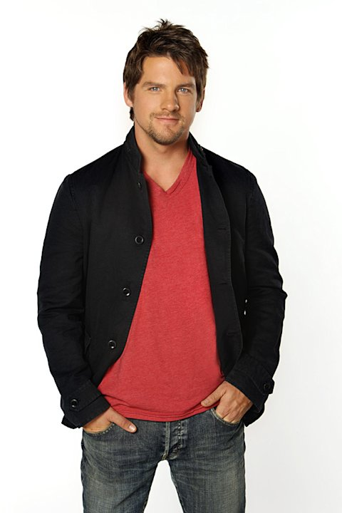 "Zachary Knighton stars in ""Happy Endings."""