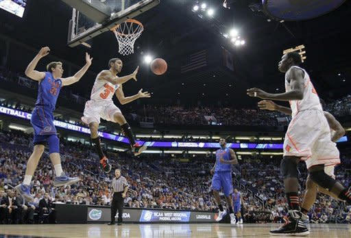 Louisville in Final 4 with 72-68 win over Florida