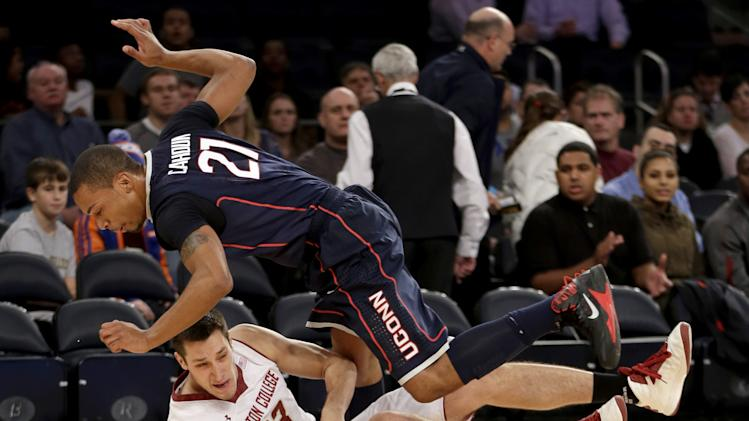 No. 18 Connecticut holds off Boston College 72-70