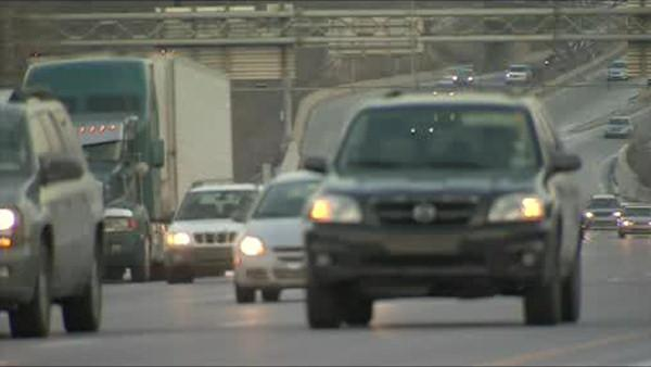 NJ law would ban snacking, putting on make-up while driving
