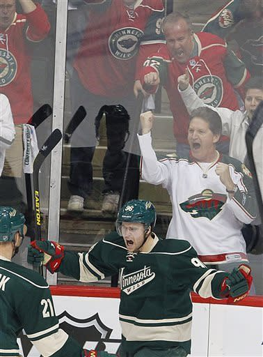 Zucker's goal gives Wild 3-2 win over Blackhawks