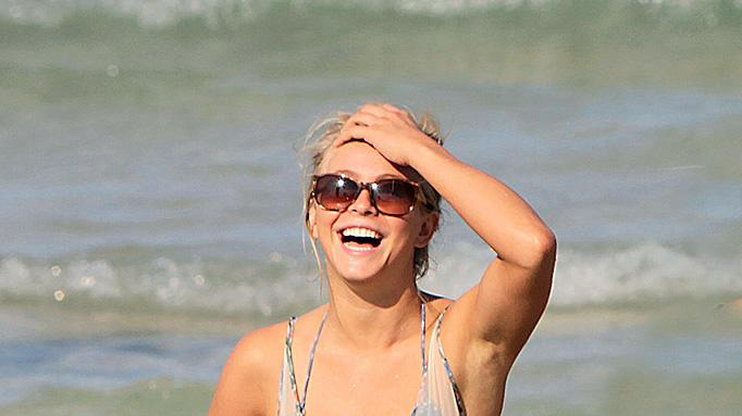 Julianne Hough Bikiroundup