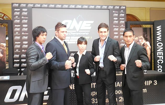 Nicole Chua with flanked by top MMA fighters