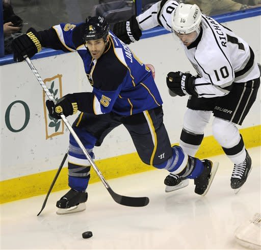 Halak makes 22 saves in Blues' 1-0 win over Kings