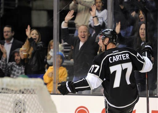 Carter scores 2 goals, Kings hold off Ducks