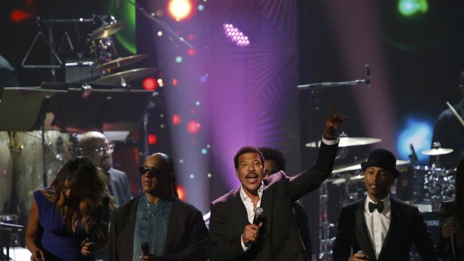Richie is joined on stage by musicians Adams, Wonder, Kravitz and Williams at the 2016 MusiCares Person of the Year gala in Los Angeles