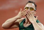 South Africa&#39;s Oscar Pistorius celebrates after winning the gold medal in the athletics men&#39;s 400M T44 finals at the Beijing 2008 Paralympic Games September 16, 2008.       REUTERS/Claro Cortes IV    (CHINA) - RTR21Y1N