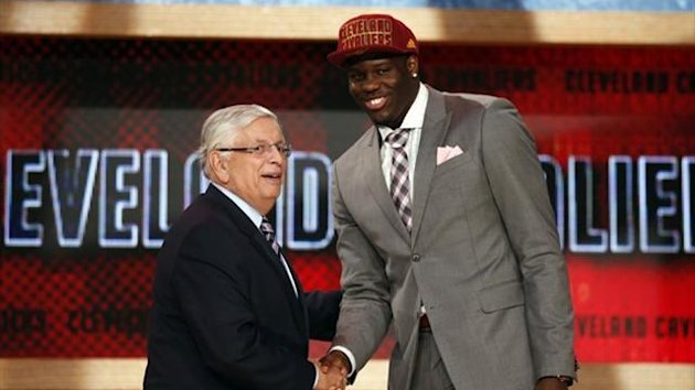 Canadian Anthony Bennett from the University of Nevada, Las Vegas (UNLV) shakes hands with NBA Commissioner David Stern (Reuters)