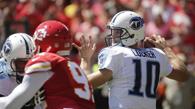 Locker leads Titans to 26-10 win over Chiefs