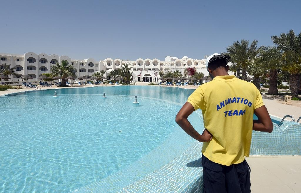 Tunisia's sunbeds and souks empty after museum attack