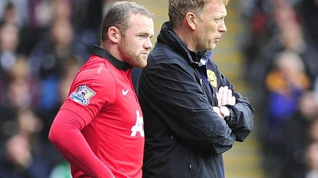 Manchester United manager David Moyes talks to Wayne Rooney before he comes on. (PA Photos)