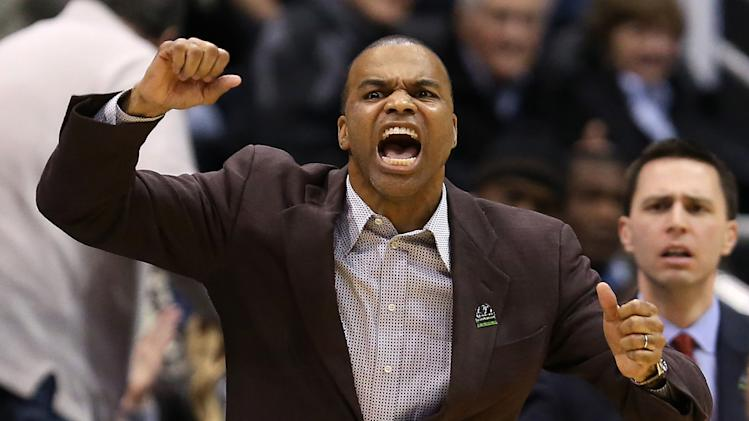 Tommy Amaker of the Harvard Crimson