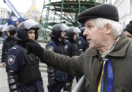 A man, supporting EU integration, addresses policemen in Independence Square in central Kiev, November 30, 2013. REUTERS/Vasily Fedosenko