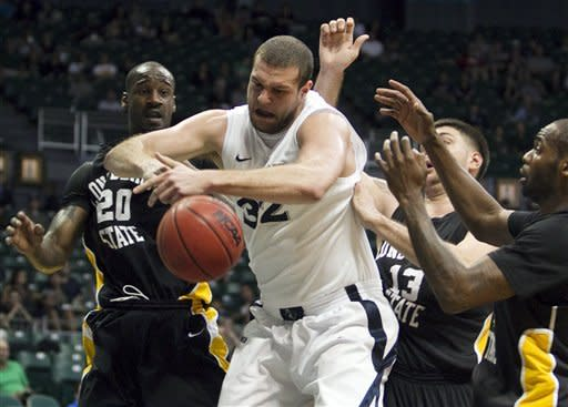 Caffey leads Long Beach State over No. 14 Xavier
