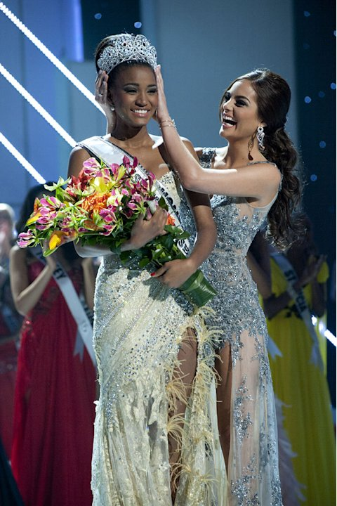 "Miss Angola 2011, Leila Lopes is crowned the winner of the 2011 Miss Universe® Competition by Miss Universe 2010, Ximena Navarrete during the ""60th Annual Miss Universe"" pageant from São Paulo, Brazil"