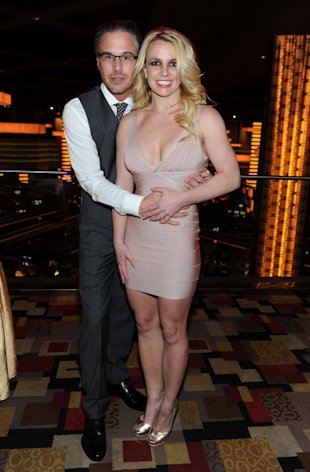 Britney Spears con su prometido Jason Trawick via Wireimage