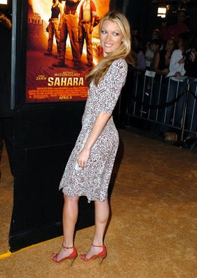 Premiere: Natalie Zea at the Hollywood premiere of Paramount Pictures' Sahara - 4/4/2005