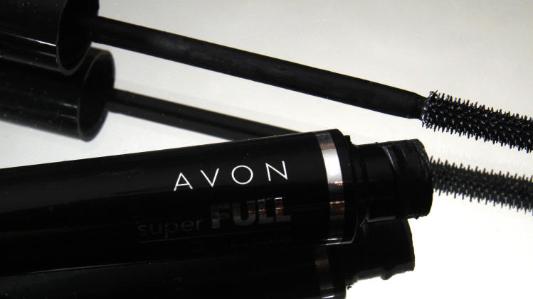 Avon Products 1Q profit, shares skid