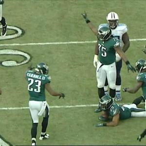 Tennesee Titans center Brian Schwenke fumbles, Philadelphia Eagles recover