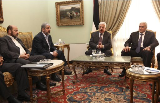 Hamas leader Meshaal and Palestinian President Abbas talk with other top Hamas and Fatah officials during their meeting in Cairo