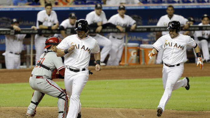 Hechavarria's 3 RBIs lead Marlins over Phillies