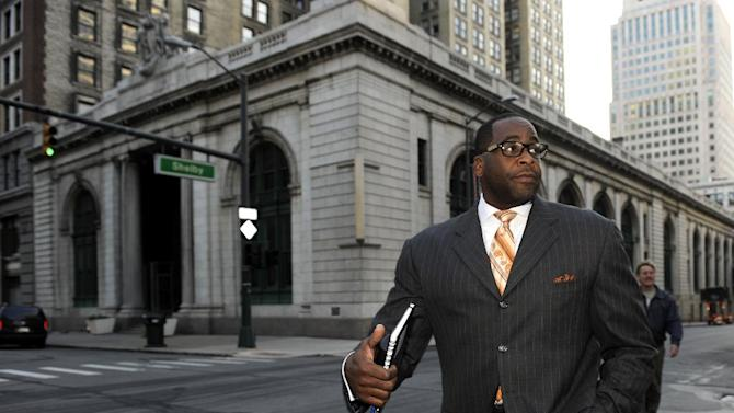 Former Detroit mayor  Kwame Kilpatrick makes his way to U.S. Federal Court Thursday Sept. 27, 2012, in Detroit. Kilpatrick is on trial for alleged corruption, mostly committed at City Hall from 2002 through 2008, but federal prosecutors turned the clock back further to show questionable deals from when he was a Democratic leader in the Michigan House. (AP Photo/The Detroit News, David Coates)