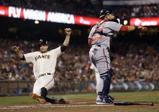 Giants' Vogelsong wins at last but injures hand