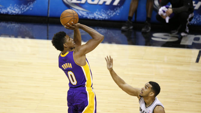 "That right arm — ""strictly for buckets,"" says Nick Young. (USA TODAY Sports)"