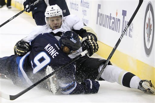 Penguins scores 3 in third period to top Jets 4-1