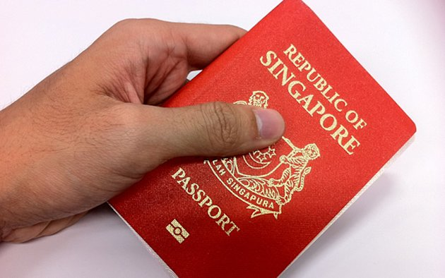 About 1,200 Singaporeans give up their citizenship yearly, said DPM Teo. (Yahoo! file photo)