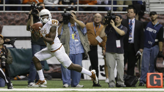 Texas' Marquise Goodwin (84) catches the winning touchdown during the fourth quarter of the Alamo Bowl NCAA football game against Oregon State, Saturday, Dec. 29, 2012, in San Antonio.  Texas won 31-27. (AP Photo/Eric Gay)