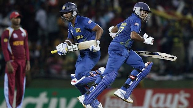 Sri Lanka&#39;s captain Mahela Jayawardene (R) and his teammate Kumar Sangakkara run between the wickets during their Twenty20 World Cup Super 8 cricket match against West Indies in Pallekele September 29, 2012 (Reuters)