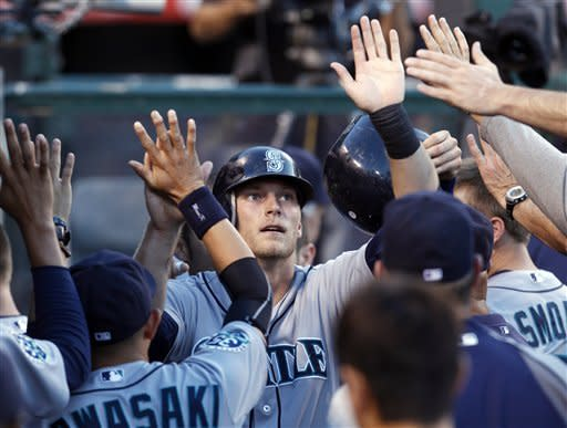 Suzuki, Saunders lead Mariners past Angels 8-6