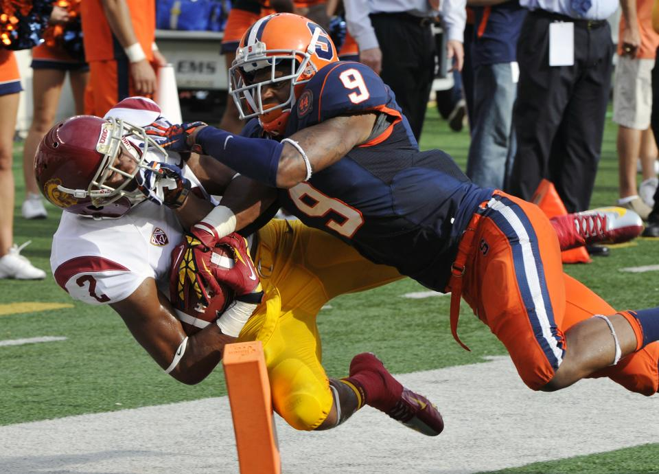 Southern California wide receiver Robert Woods, left, scores on a touchdown reception against Syracuse cornerback Ri'Shard Anderson during the second quarter of an NCAA college football game Saturday, Sept. 8, 2012, in East Rutherford, N.J. (AP Photo/Bill Kostroun)