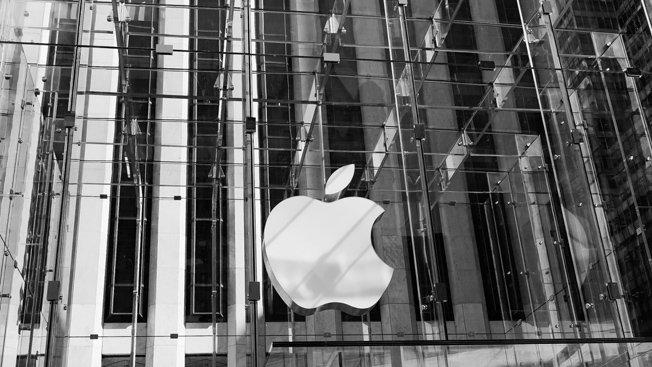 Here's why everyone keeps visiting Apple Stores