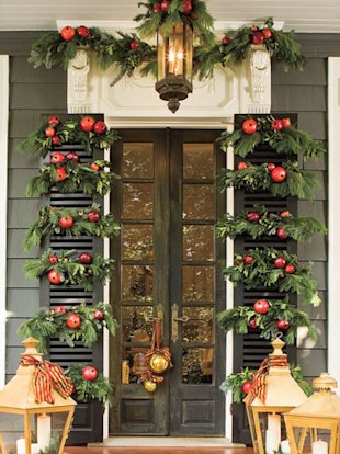 Festive ways to decorate your front door for the holidays!