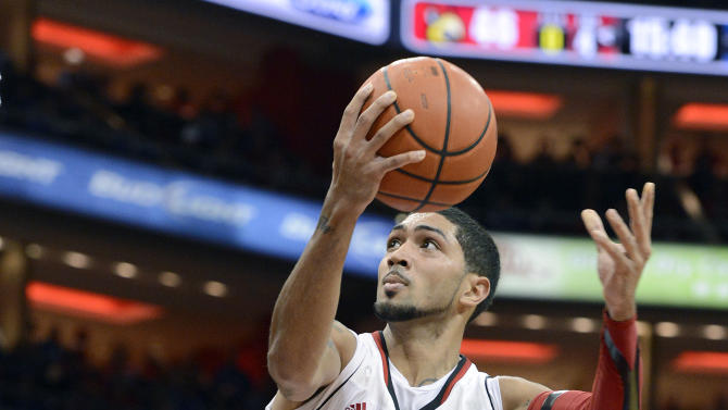 Louisville's Peyton Siva, right, goes over the top of Kentucky's Nerlins Noel for a layup during the second half of an NCAA college basketball game Saturday, Dec. 29, 2012, in Louisville, Ky. Louisville defeated Kentucky 80-77.  (AP Photo/Timothy D. Easley)