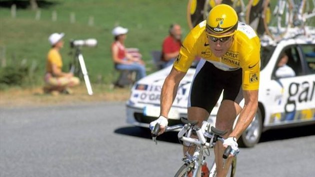 Stuart O'Grady wears yellow at the 1998 Tour (Imago)