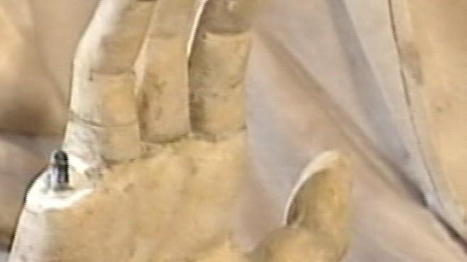 Instant Index: Clues About the Tourist Who Broke the Finger Off a 600 Year-Old Statue in Florence