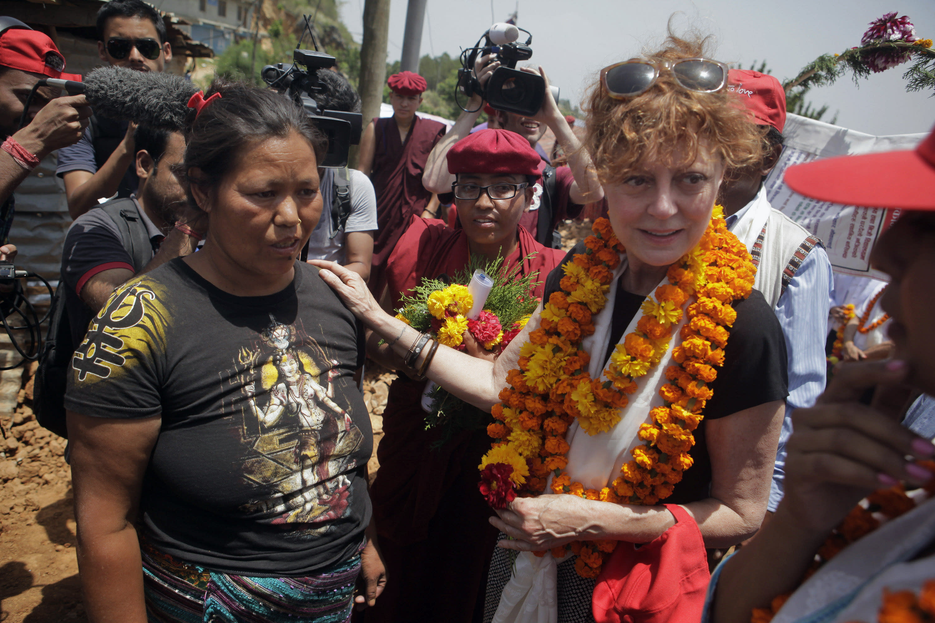Susan Sarandon urges tourists to visit earthquake-hit Nepal
