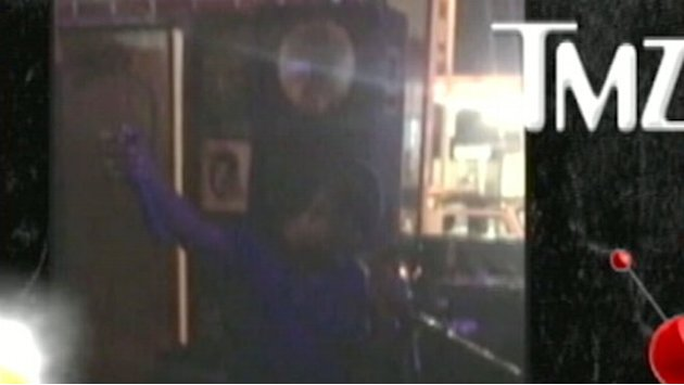 Usher Sings Michael Jackson at Los Angeles Karaoke Bar