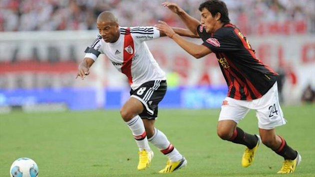 River Plate v Colon
