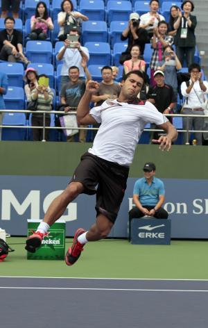Djokovic overcomes injury scare to win in Shanghai