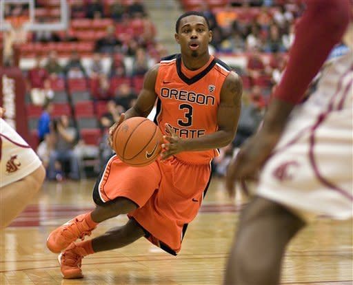 Oregon State holds on, tops Washington State 67-66